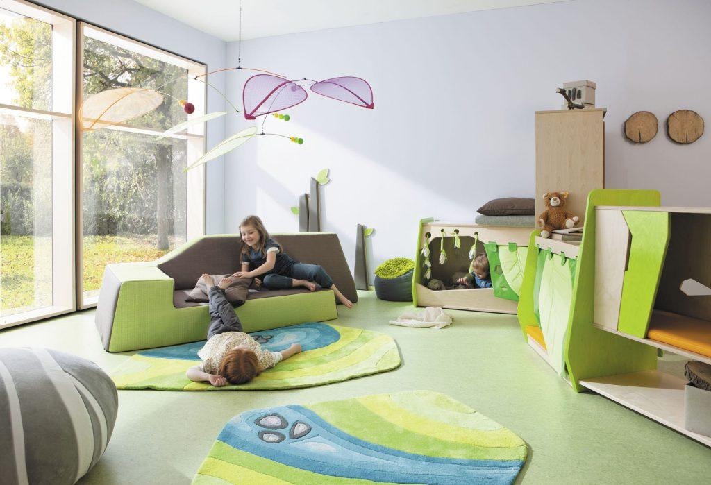 Куда пристроить маленького ребенка?